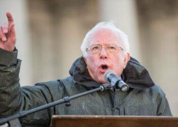 Bernie Sanders avisa a EEUU que no apoye a golpistas en Venezuela