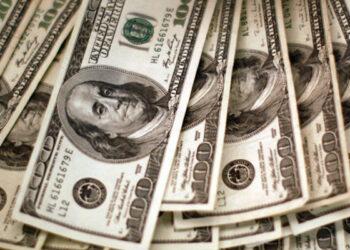Dólar en Argentina nuevamente debajo de zona de flotación pese a compra de Banco Central