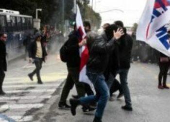 Grecia. Brutal represión contra la movilización masiva de los docentes por parte del gobierno