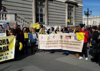 Las asociaciones de bebés robados se manifiestan en Madrid