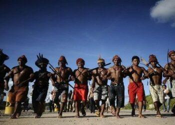 Bolsonaro cede tierras indígenas para la actividad comercial