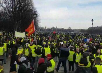 Los chalecos amarillos marchan por décimo fin de semana en Francia