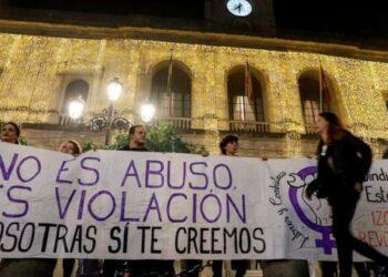 La Audiencia de Navarra mantiene la libertad provisional a los cinco violadores de «La Manada»