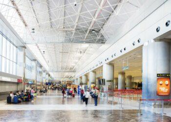 Senador Carles Mulet (Compromís) solicita a AENA y ENAIRE que suban los contratos para que se pague el SMI a los trabajadores aeroportuarios