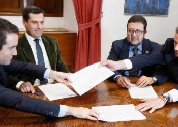 El tripartito PP-Ciudadanos-Vox culmina su acuerdo a dos bandas para gobernar Andalucía