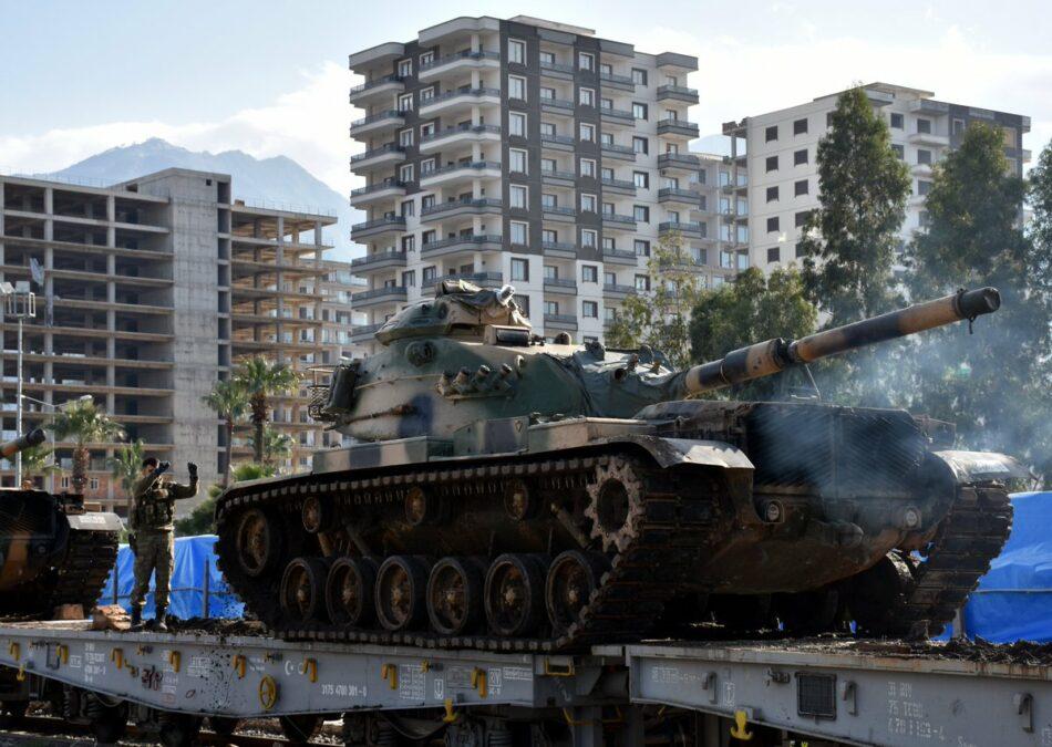 Turquía envía más tropas a la frontera con Siria