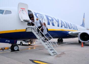 """IU interroga al Gobierno para que detalle por escrito sus """"graves contradicciones"""" al conceder a dedo a Ryanair nuevas rutas"""