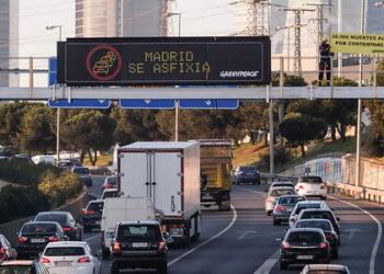 Reclaman medidas más efectivas contra la contaminación desde la A-1, una 'zona cero' de atascos de Madrid