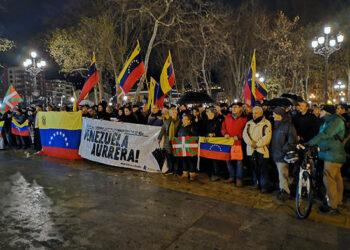 """""""Maduro, al yankee dale duro"""": la solidaridad sale a las calles de 13 municipios del País Vasco"""