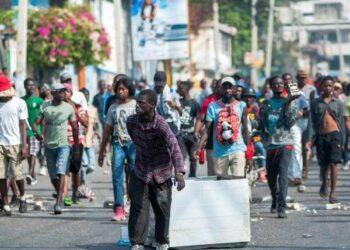 Haití: siguen las protestas y apedrean residencia del presidente Moise
