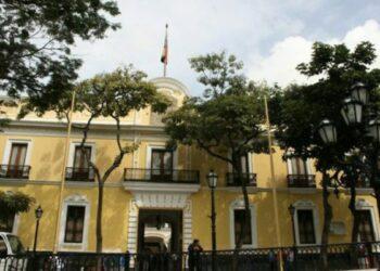"""Venezuela revisará las relaciones bilaterales con 11 gobiernos europeos que dicen reconocer a Guaidó como """"presidente encargado"""""""