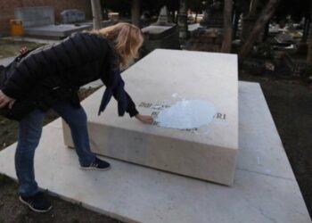 """IU pide que Calvo explique cómo piensa el Gobierno """"prevenir e investigar"""" actos vandálicos """"con motivos ideológicos"""" como la profanación de las tumbas de 'La Pasionaria' y Pablo Iglesias"""