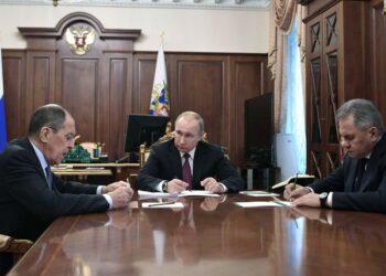 Rusia suspende su participación en el tratado INF como respuesta a la retirada de EEUU