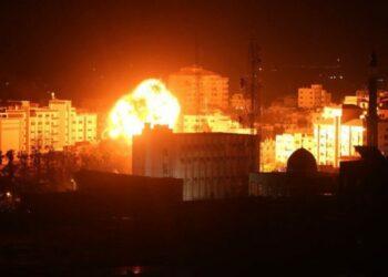 Después que Israel bombardeó brutalmente en toda Gaza, fuentes palestinas anunciaron un alto el fuego pactado