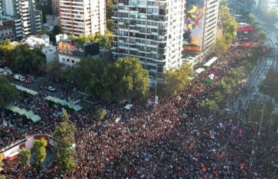 El 8M en el mundo: Santiago de Chile, más de 400 mil personas participan en la marcha