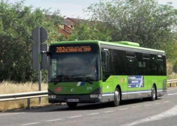La asociación vecinal y el Ayuntamiento de Mejorada llevarán al Consorcio casi 3.000 firmas por la mejora del transporte público en el municipio