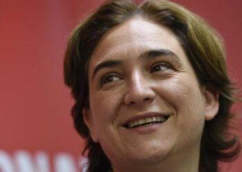 """Ada Colau estrena a Youtube """"10 semanas"""", l'espai setmanal on relatarà la campanya per dins des d'avui fins al 26 de maig"""