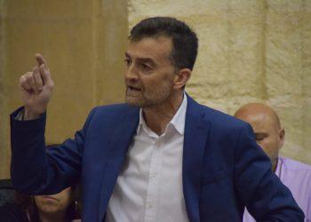 Antonio Maíllo asegura que el Gobierno cae en la «prevaricación política» al esquivar la regulación de las VTCs
