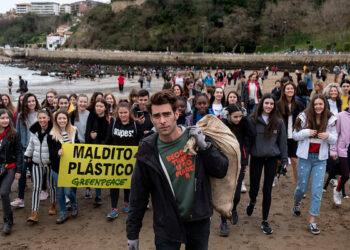 Jon Kortajarena y Greenpeace se unen contra el plástico en Vizcaya