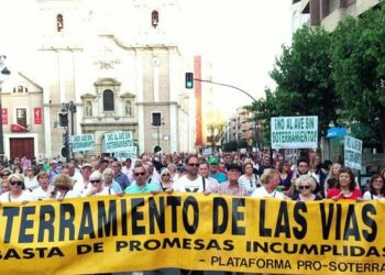Cambiemos Murcia exige a López Miras que rectifique o pedirá su reprobación en el próximo Pleno