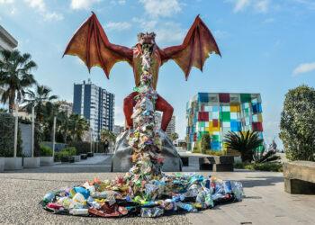 Cientos de personas demandan en Málaga más compromiso contra el 'Maldito Plástico'