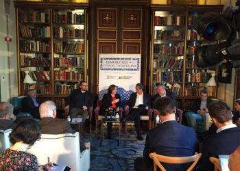Ada Colau proposa invertir 30 milions d'euros per a revitalitzar el comerç de barri