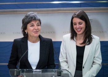 Amparo Botejara, diputada de Podemos, recibe el premio Sanitarias 2019 a la mejor política del año