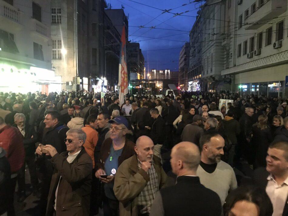 Continúan las protestas contra el presidente Vucic en Serbia