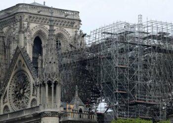 Se declara extinguido el incendio de la catedral de Notre Dame