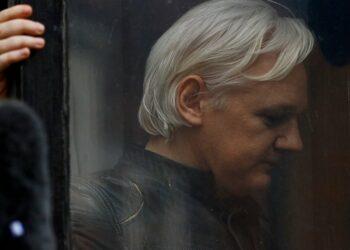 Arrestado Julian Assange en embajada de Ecuador en Londres. WikiLeaks descubre operación de espionaje para lograr su extradición