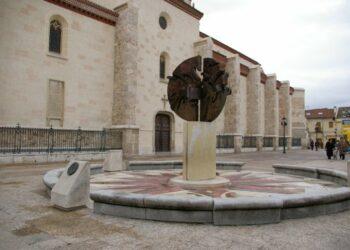 Reclaman la titularidad pública de la Plaza Santos Niños tras haber sido inmatriculada indebidamente por el Obispado