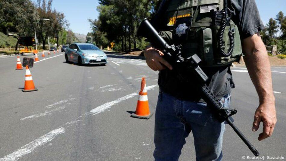 Un muerto y tres heridos en tiroteo en sinagoga en California