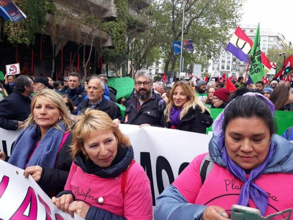 Más de un millar de personas reta al mal tiempo en la movilización 'Caminando'