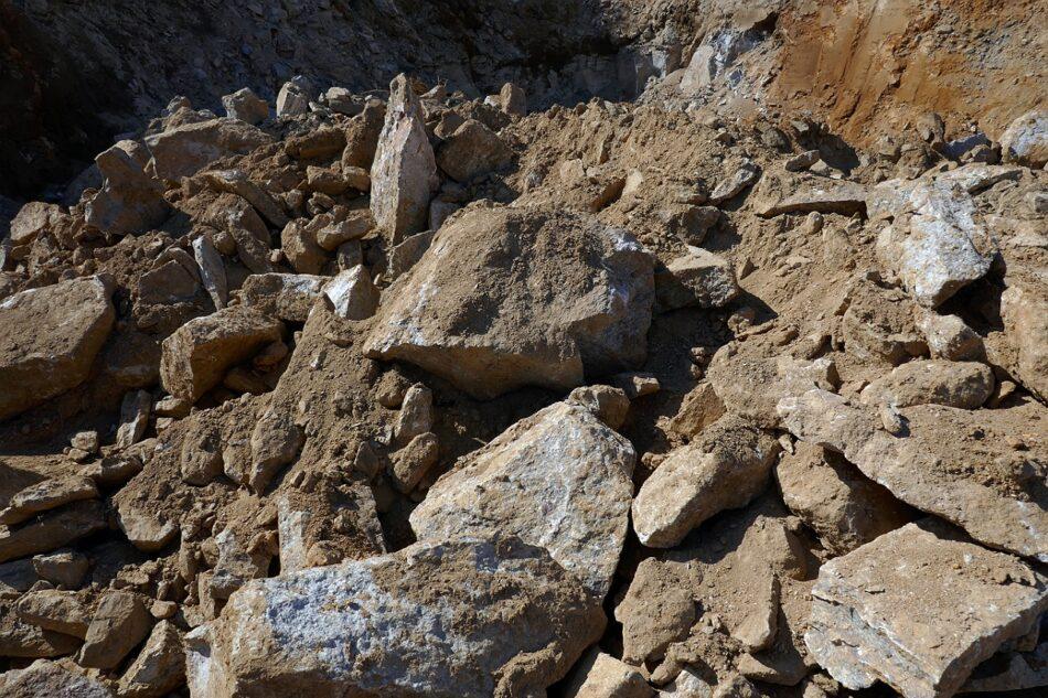 Las obras de un parque eólico de Naturgy autorizado por el PP de Núñez Feijóo devastan parte de una sierra costera en Galicia