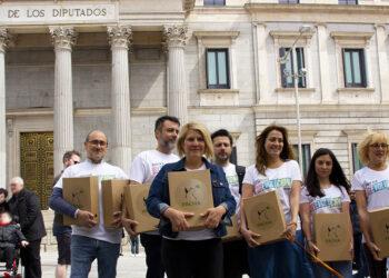 PACMA presenta 20.000 avales y las listas a las europeas con las que aspira a su primer escaño