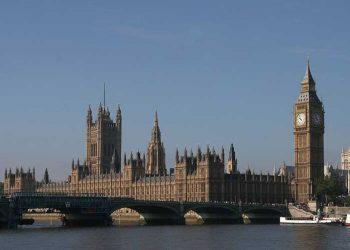 Vigilia por Julian Assange frente al Parlamento británico