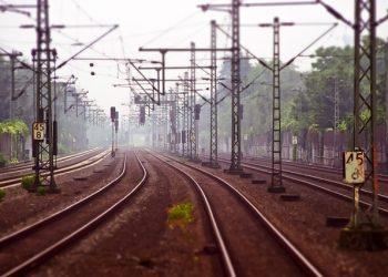 CGT denuncia irregularidades y falta de transparencia en los contratos de ADIF y RENFE