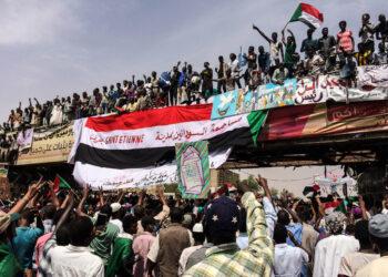 El gobierno militar de Sudán levanta el toque de queda