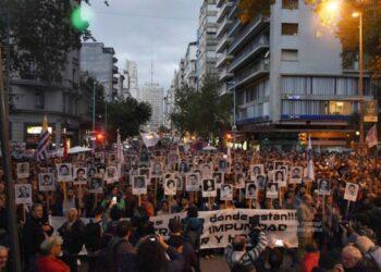 Uruguay: Miles de personas marcharon por la democracia y contra la impunidad