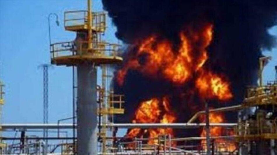 Oleoducto saudí en llamas por bombardeo de drones yemeníes