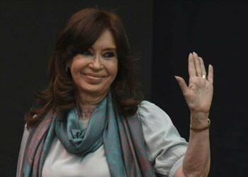 Kirchner se postula como vicepresidenta en próximas elecciones argentinas