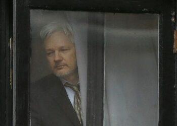 Fiscalía sueca solicita una orden de arresto para Julian Assange