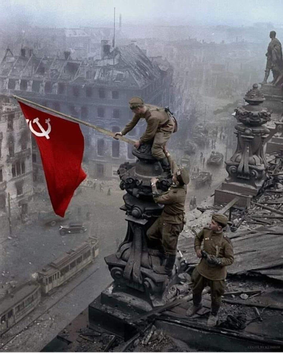 Los estadounidenses creen que ellos vencieron a Hitler y que la Unión Soviética «apenas ayudó»