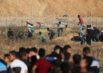Un muerto y 30 palestinos heridos por disparos israelíes en protestas en Gaza