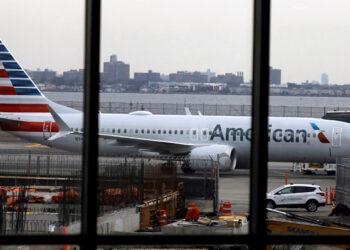 EEUU prohíbe a operadores aéreos estadounidenses volar sobre Venezuela