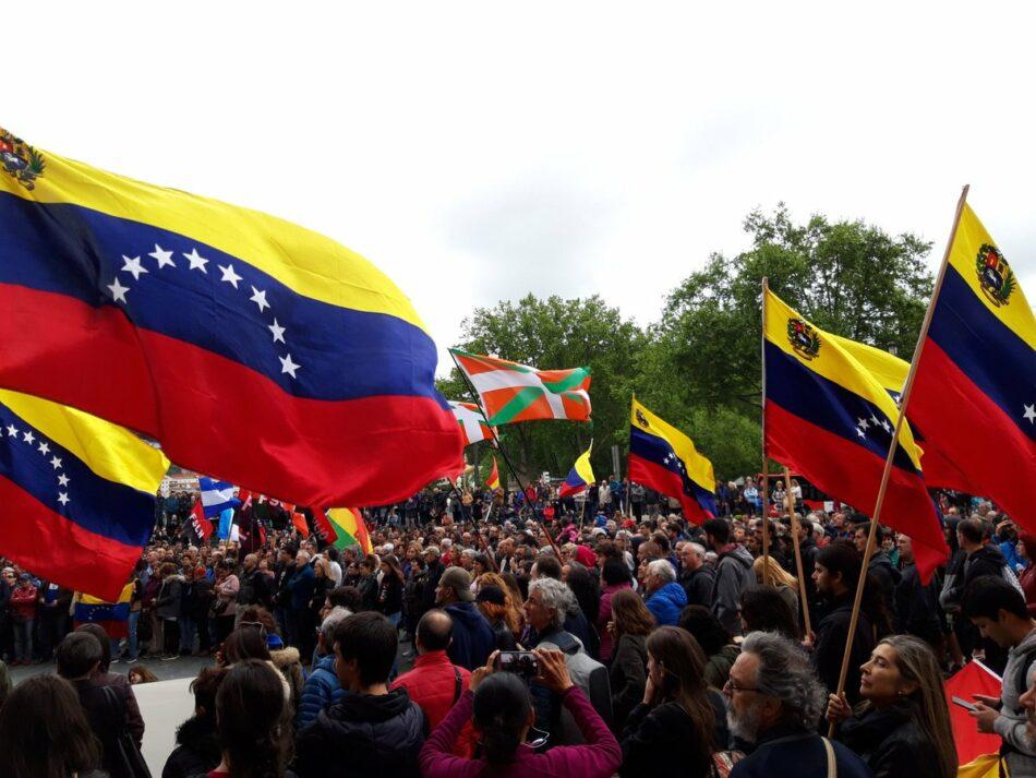 Miles de personas marchan por Bilbao en contra de la injerencia de Estados Unidos en Venezuela