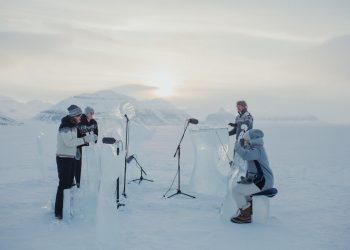 Concierto sobre hielo en el extremo norte del Ártico para apoyar la creación de santuarios marinos