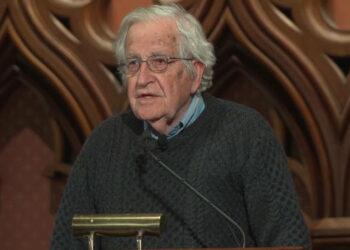 """Noam Chomsky: La idea del """"New Deal Ecológico"""" es absolutamente correcta"""