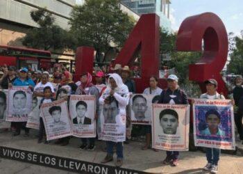 Marchan padres de los 43 a 56 meses de desaparición en México