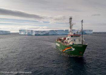 El rompehielos 'Arctic Sunrise' de Greenpeace llega a Bilbao para exigir la protección de los océanos